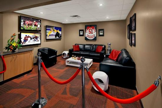 Travelodge Hotel Saskatoon: Rink Side Suite