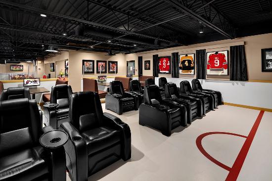 Travelodge Hotel Saskatoon: Red Zone Film Room