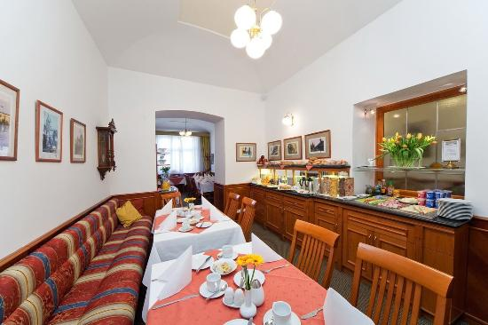 Hotel 16: Restaurant