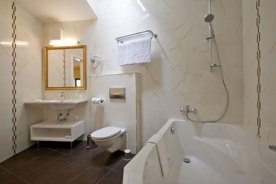 Hoffmeister & Spa: Double Deluxe room - bathroom