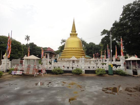 Dambulla, Sri Lanka: toward the entrance