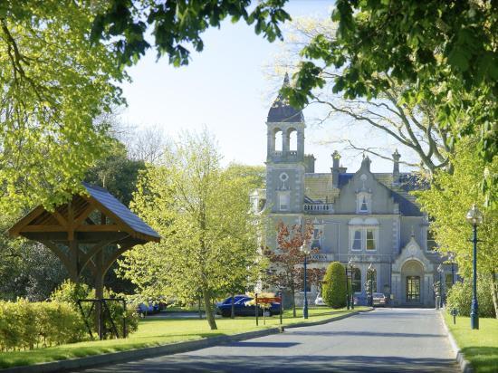 Naas, Ierland: Entrance