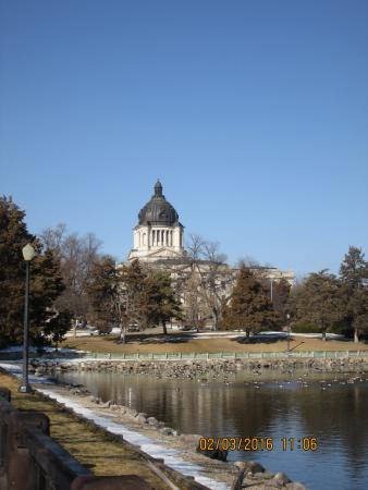 Pierre, Южная Дакота: Grounds and Capitol building