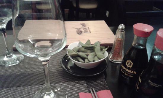 Dreux, France : Carte en bambou et fèves de soja fraîches en guise d'amuse bouche