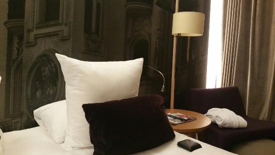 Radisson Blu Hotel, Madrid Prado: 20160125_210632_large.jpg