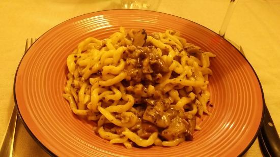 Citta della Pieve, Włochy: Pici ai Porcini e Tartufo. Il mio piatto preferito...semplicemente sublime...