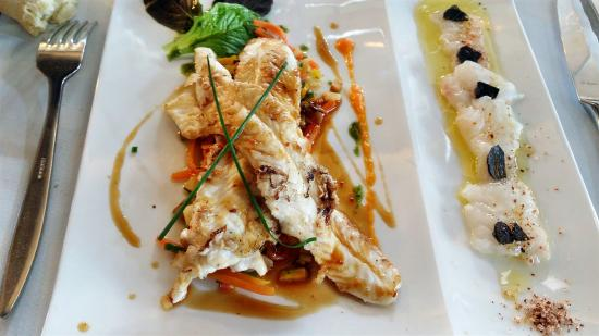 Ares, Francia: Carpaccio de Sole à la Truffe Noire Filet de Sole et ses Petits Légumes de Saison, sauce Arabica