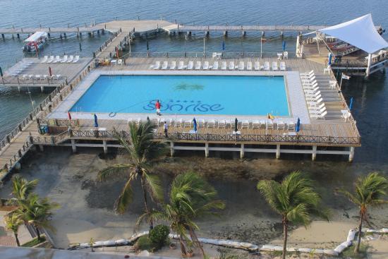 GHL Hotel Sunrise: vista do quarto (7º andar) para a piscina