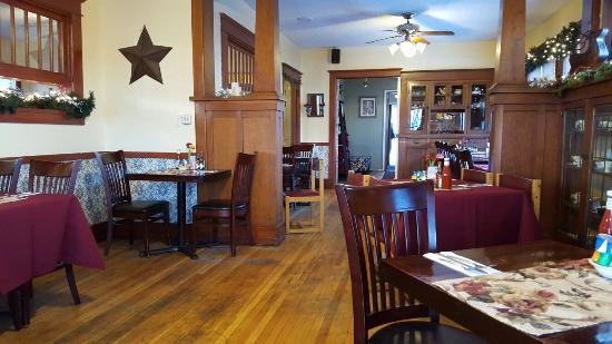 Γουενάτσι, Ουάσιγκτον: Large portions! Restaurant is a small house very cute, also has seating  on front porch. Their m