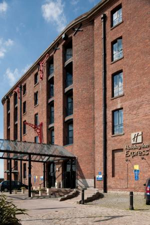 Holiday inn express liverpool albert dock england - Wirral hotels with swimming pools ...