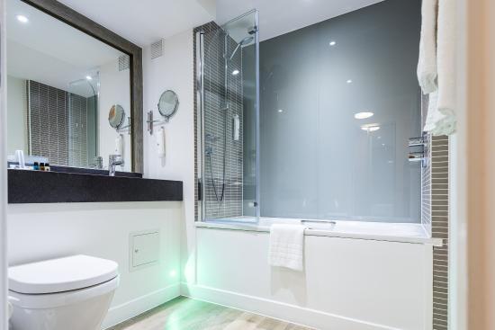 Slough, UK: Guest Bathroom
