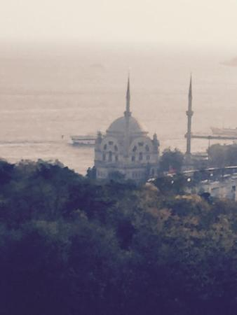 Hilton ParkSA Istanbul: A view from the terrace to the Bosphorus