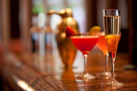 Malone Lodge Hotel & Apartments: Bar/Lounge