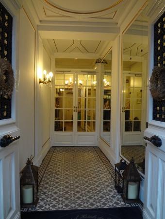 Hotel de Latour Maubourg: Front Door