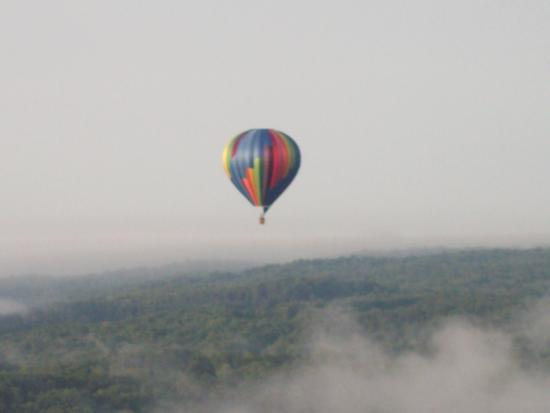 Portageville, นิวยอร์ก: as we could not take photo of our balloon this is the one that followed