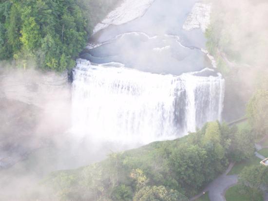 Portageville, นิวยอร์ก: Views of Letchworth falls from Balloon