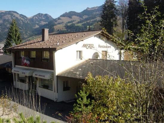 Zweisimmen, Suiza: Hotel Frontside Summer