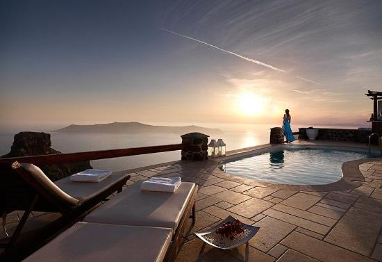 Tholos Resort: Romantic evening moments with stunning view