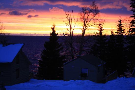 Gooseberry Park Cottages and Motel: Lake Superior Winter Sunrise