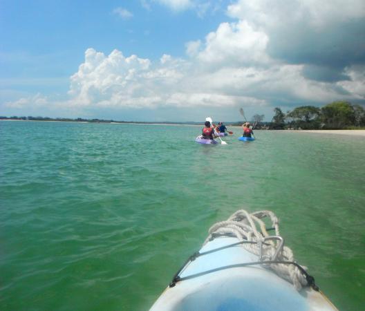 Херви-Бей, Австралия: Kayaking in turquoise waters