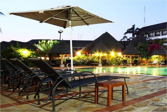 Sea Cliff Hotel: Swimming Pool at Night