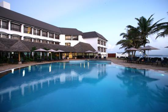 Sea Cliff Hotel: Outdoor Swimming Pool