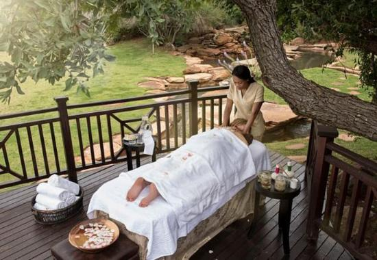 Magaliesburg, Sudáfrica: Outdoor Spa Treatment Deck