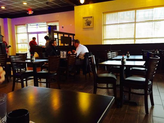 Pittsboro, NC: Quiet dining space with booths and tables