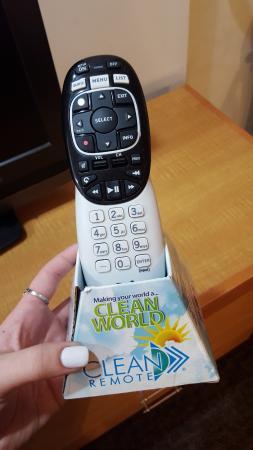 โรงแรมเบสท์เวสทินพลัส ฮอลลีวู้ดฮิลส์: NOT a Clean Remote brand.