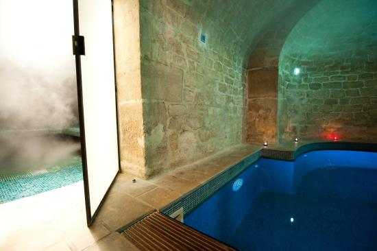 L'Hotel : Steam Room and Indoor Pool