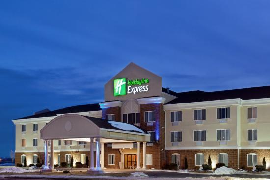 Rochelle, IL: Hotel Exterior