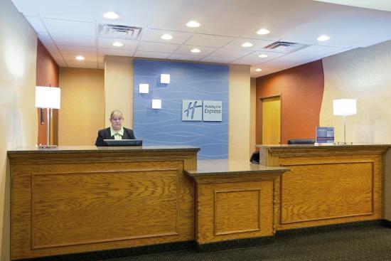 Rochelle, IL: Front Desk