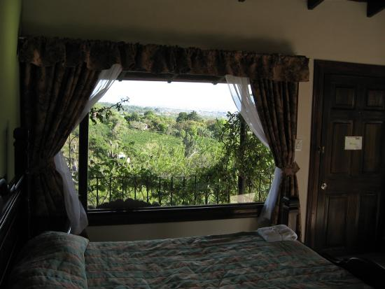 Birri, Коста-Рика: We now have two new jungle suites with waterfalls in the room and extra large tub.