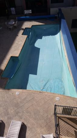 Nesuto Mounts Bay Apartment Hotel: Pool out of use