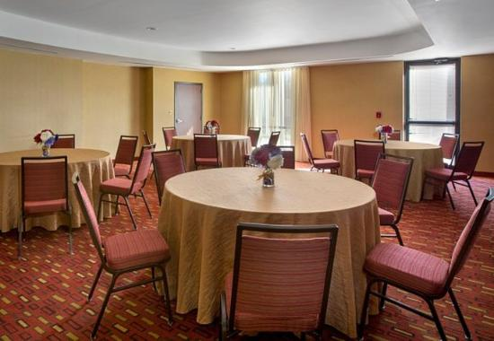 Paramus, NJ: Meeting Room