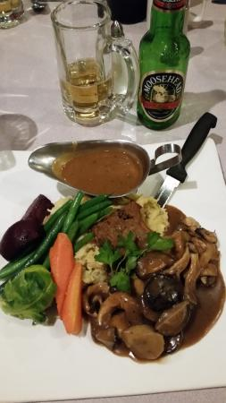 Wetaskiwin, Kanada: Bison Meatloaf with Wild Mushrooms
