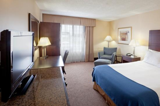 Saint-Jean-sur-Richelieu, Canada : King Bed Guest Room