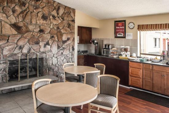 Econo Lodge Inn & Suites: WABkfast