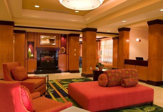 Fairfield Inn & Suites Washington, DC/New York Avenue: Lobby