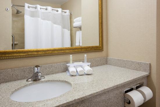 Mitchell, SD: Guest Bathroom