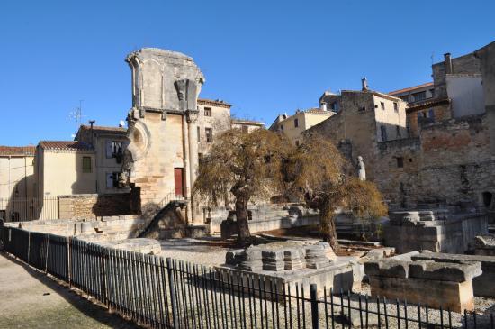 Abbey Saint-Gilles, ruins of the ancient choir