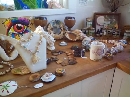 George Town, Great Exuma: Hauloverbay Craft and Gift Shop