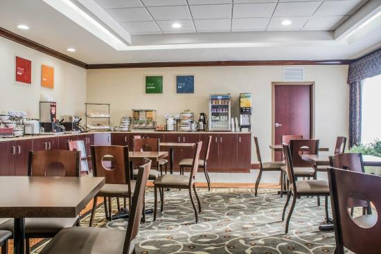 Farmington, NY: Breakfast Area