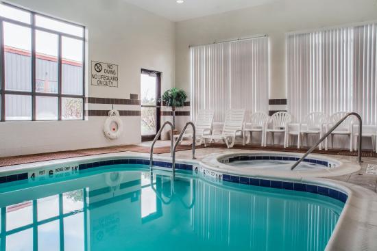 Farmington, NY: Pool