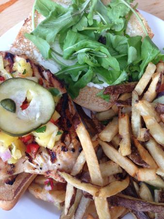 Kealakekua, Havaí: The Mango Court Chicken Sandwich