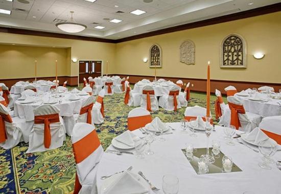 Ankeny, IA: Ballroom – Banquet Setup