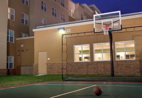 Newport News, VA: Sport Court