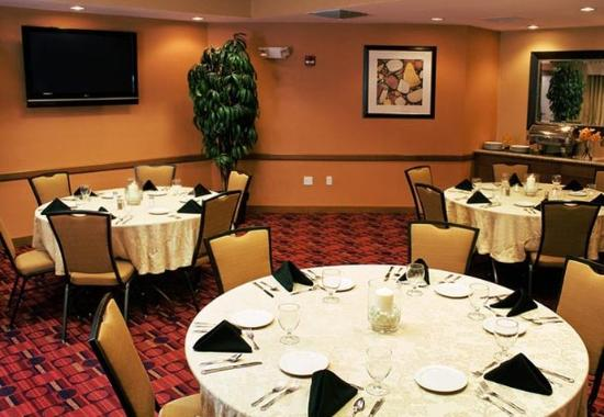 West Greenwich, RI: Meeting Room – Banquet Style