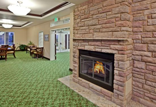 Ontario, Oregon hotel features fireplace to warm you.