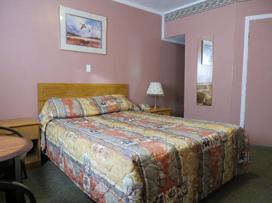 Orillia, Canadá: 1 Queen Bed - Non Smoking